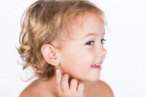 przekłuwanie uszu